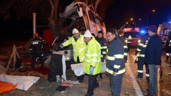 В Турции автобус со школьниками попал в жуткое ДТП, много погибших: появилось видео