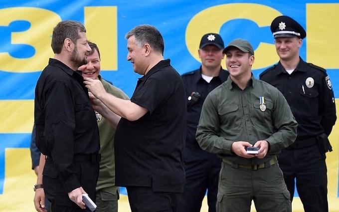 Фото з Аваковим і скандальним нардепом підірвало соцмережі