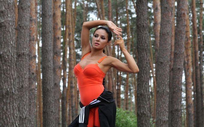 Злата Огнєвіч у новому кліпі влаштувала запальні танці у лісі