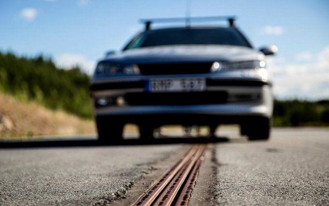 Відкрито першу в світі дорогу, що заряджає електромобілі під час руху
