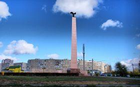 Соцсети насмешил символичный инцидент с памятником в России: опубликовано фото