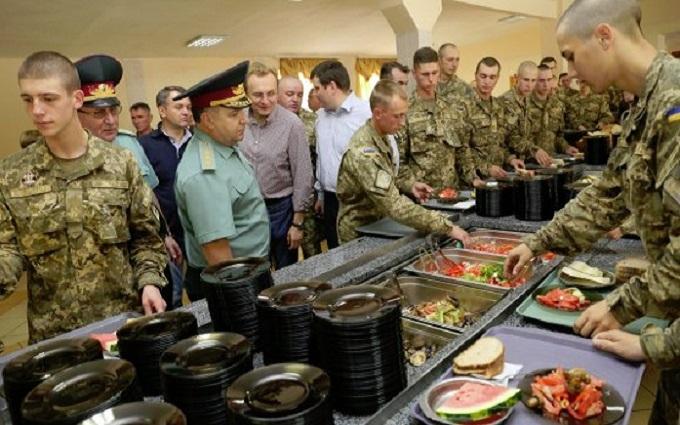 Скандал з жахливою їжею для української армії набирає обертів: з'явилося відео