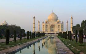 В Индии шквальный ветер снес минареты Тадж-Махала