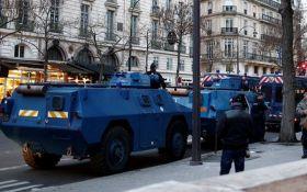 Протесты в Париже: на улицы города впервые за 13 лет вывели бронемашины