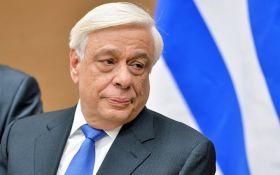 """Победа над остатками нацизма"": президент Греции поздравил Макрона с успехом"
