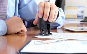 Порошенко новим законом затвердив скасування обов'язкового використання печаток у бізнесі