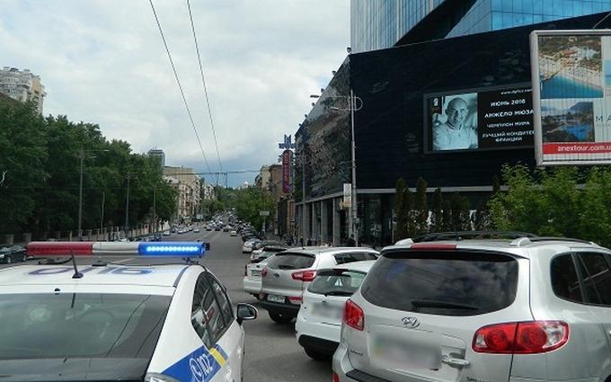Киянин героїчно затримав грабіжника, який зірвав ланцюжок з жінки: з'явилися фото і відео