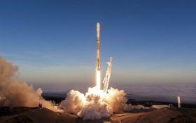 SpaceX вивела на орбіту нову партію супутників зв'язку: опубліковано видовищне відео