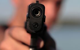 Подстрелил по неосторожности: в Киеве ранили украинскую журналистку