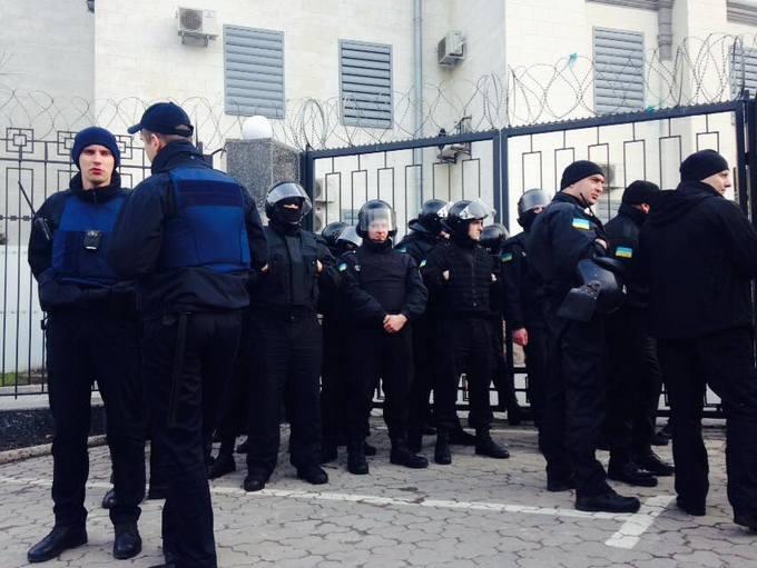 Атака на посольство России в Киеве: появились новые фото, видео и подробности (4)