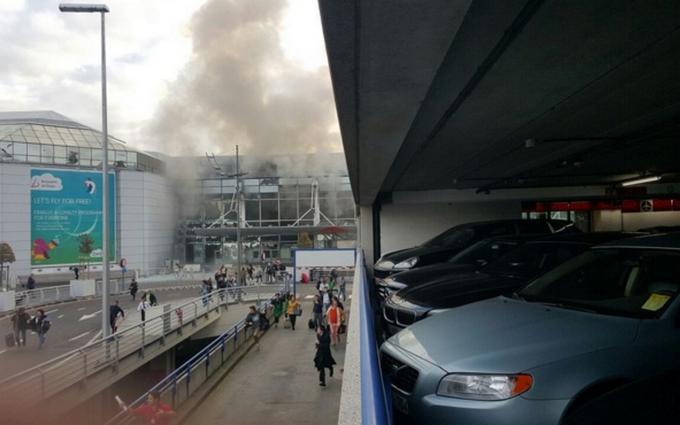 В аэропорту Брюсселя прогремели два взрыва: опубликованы фото и видео