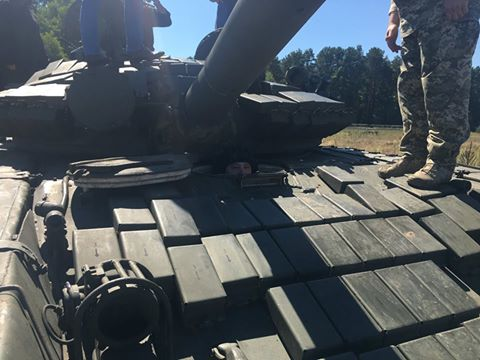 У мережі показали, як міністр оборони навчився їздити на танку: опубліковані фото (1)