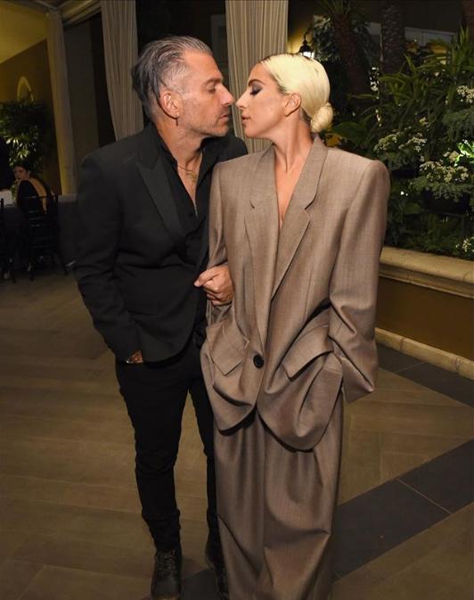 Леди Гага наконец-то обручилась - появились фото жениха (2)