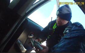 Копи, які рятують постраждалого в аварії, вразили мережу: з'явилося відео