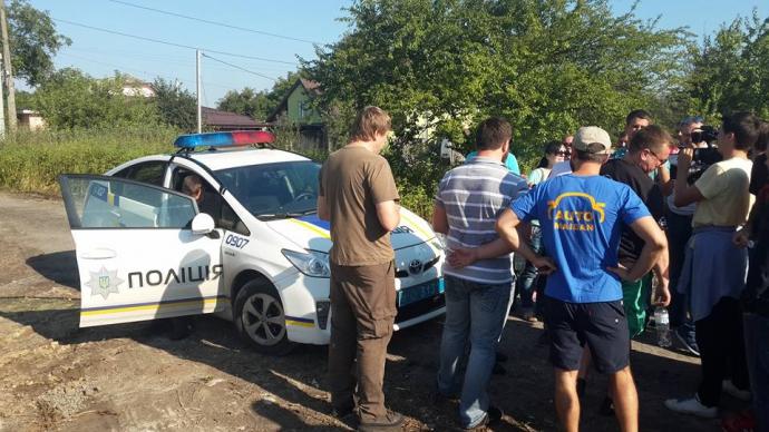 Автомайдан влаштував сюрприз для екс-начальника ДАІ, який побив волонтера: з'явилися фото (1)