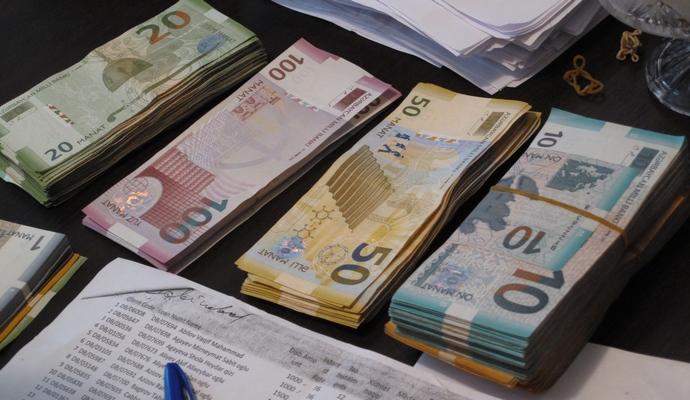 В Азербайджані хочуть запровадити обмеження на вивезення валюти