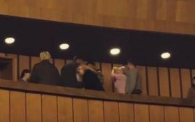 В Днепре произошла жестокая драка прямо в театре: появилось видео