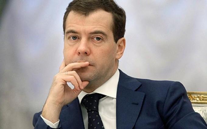 Костюмчик з дитячого ранку: соцмережі киплять через смішне фото з прем'єром Росії