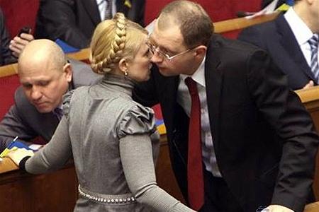 Яценюк хочет встретиться с Тимошенко после Пасхи, чтобы обсудить объединение оппозиции