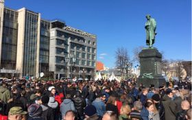 В центре Москвы начались задержания участников масштабного митинга: появились фото и видео