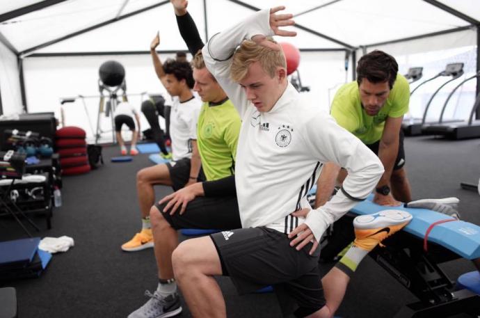 Збірна Німеччини старанно готується до футбольної битві з Україною: опубліковані фото (1)