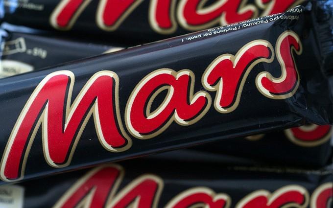 Mars отзывает батончики в 55 странах: опубликовано видео