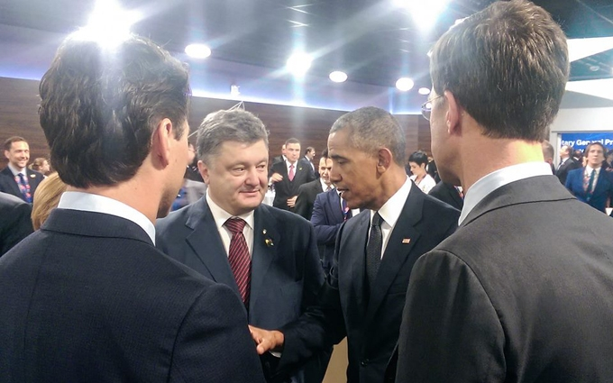 Порошенко похвалився фото з Обамою і не тільки