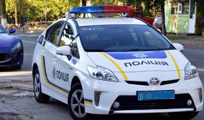 У Києві п'яні з пістолетом напали на поліцейських: опубліковані фото