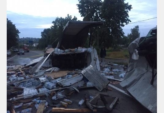 Смертельна ДТП на Харківщині: зіткнулися дві фури, з'явилися фото (1)