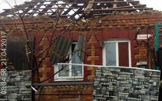 Противник бил по Марьинке из танка и минометов: в штабе показали фото последствий