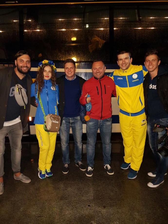 Перші герої Паралімпіади-2016 повернулися в Україну: опубліковані фото і відео (1)