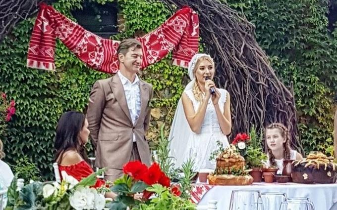 З'явилися перші фото з весілля відомого продюсера і української співачки