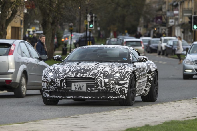 Суперкар Aston Martin DB11 был замечен на дорожных тестах (5 Фото) (4)