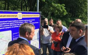 Гройсман розповів, коли очікувати поліпшення стану доріг в Україні: з'явилося відео