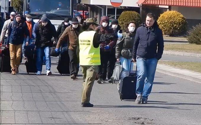 Украинцы массово возвращаются домой: пограничники пошли на беспрецедентное решение