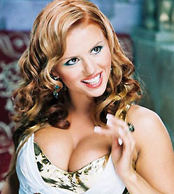 Анна Семенович раскрыла тайну своей груди