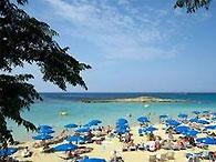 Самое большое в мире пляжное полотенце появилось на Кипре