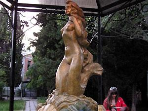 В Алуште открылся фонтан с парфумами