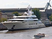 Абрамович не заплатил за стоянку яхты