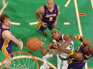 """""""Бостон"""" второй раз подряд обыграл """"Лейкерс"""" в финале НБА"""