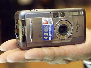 Украденный фотоаппарат прислал снимки воров