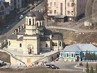 На территории Октябрьской больницы в Киеве произошел оползень