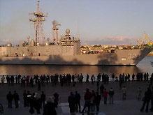 Фрегат США в Севастополе встречали без антинатовских пикетов