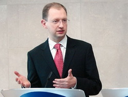 Яценюк предупредил Тимошенко: нет бюджета – нет правительственных законов