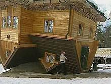 Поляк построил дом вверх тормашками