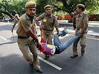 На индийском этапе олимпийской эстафеты задержаны 180 человек
