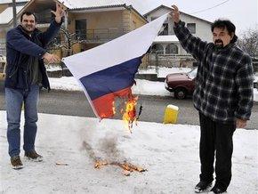 В Сербии сожгли российский флаг в знак протеста против прекращения поставок газа