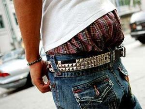 В Гренаде начали штрафовать за плавки и спущенные штаны