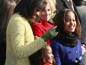 Первая леди США против продажи кукол с именами ее дочерей