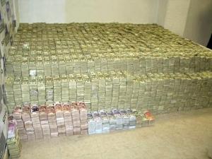 Украинцы прячут деньги дома